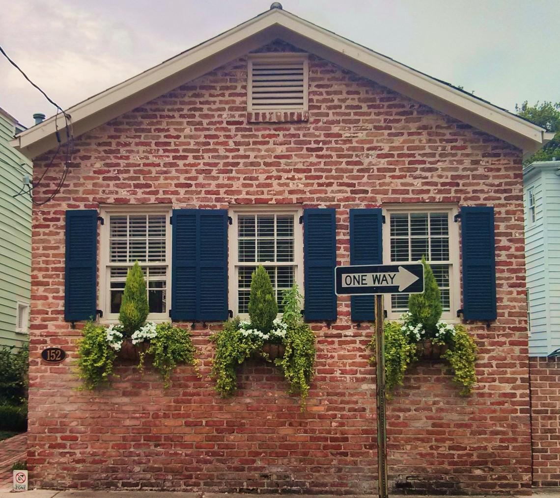 Little House Beautiful Window Bo Glimpses Of Charleston