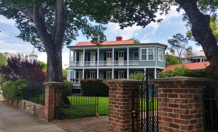 While this house looks like it could be set on a plantation in the country, it's just another downtown Charleston house... at the corner of Broad and Savage Streets.