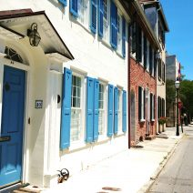 When travelling east on Tradd Street, this beautiful house with the distinctive blue shutters is always an eye-catcher. Built around 1713, it was recently renovated and repainted -- and they made the great decision to keep those shutters blue.