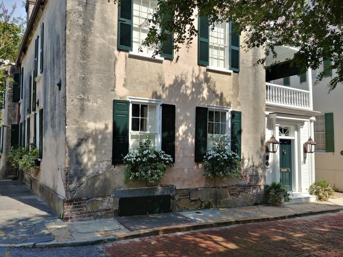 This beautiful house on the bricked portion ofChurch Street was built in 1794. Interestingly, the stucco still shows evidence of early lime wash and paint color. Cool window boxes too.