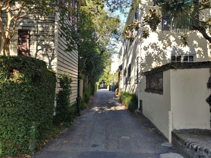 Price's Alley is one of the very cool little cut-throughs in downtown Charleston. Connecting Meeting and King Streets below Tradd Street, it's a great way to sneak between the two.