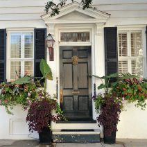 "This Charleston entrance on Meeting Street just screams, ""Welcome!"" Doesn't it?"