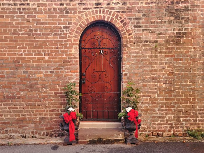 This scene is on Elliot Street, just down from Poinsett's Tavern -- whose owner introduced the Poinsettia to the United States. Some beautiful Colonial brick and holiday beauty.