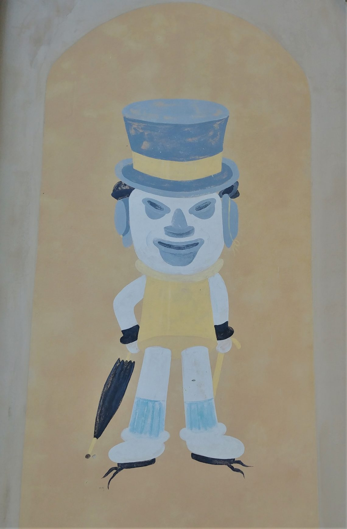 First painted around 1892 to advertise a haberdashery, located on Church Street the Charleston Hat Man is made up of 16 hats of 12 different styles.