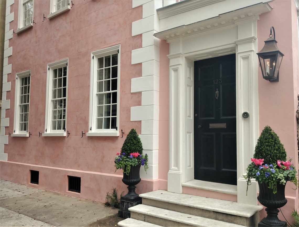 This handsome pink house was built in 1795. The toothy trim, called quoins, is found on many Charleston masonry and stucco buildings. The quoins usually serve two purposes -- to strengthen the construction and for decoration. They do add a certain flair!