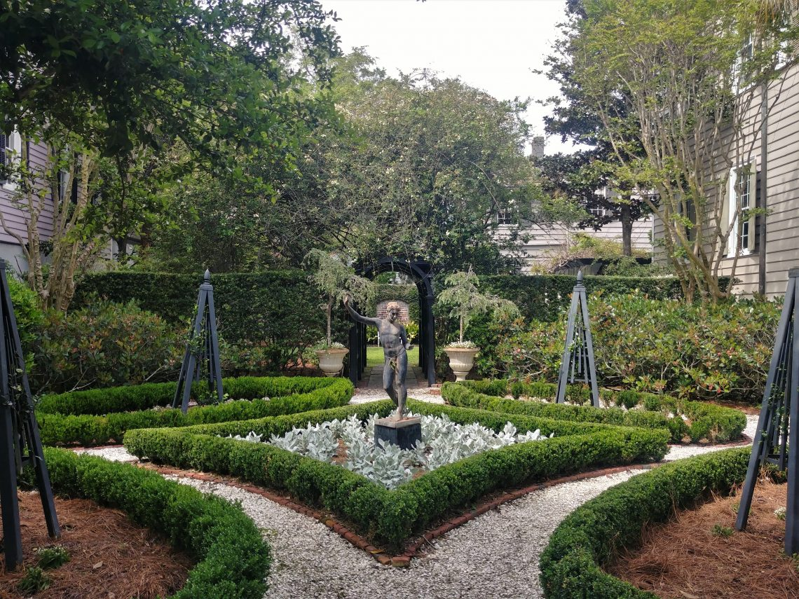 This eye-catching garden on South Battery belongs to a house that was built c. 1800 by John Blake, one of the early presidents of the Bank of South Carolina.