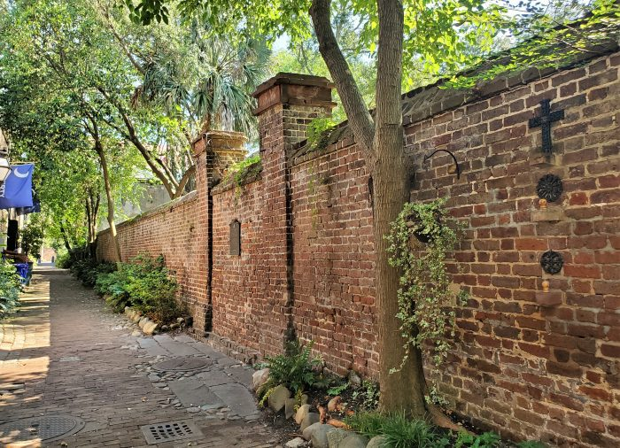 Philadelphia Alley is perhaps the most famous of Charleston's cool alleys. It has had a number of names over the years, but was named for the city of Philadelphia in 1811 after it had sent generous financial aid to help Charleston after a large fire in 1810.