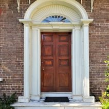 This door belongs to the Nathaniel Russell House on Meeting Street. Considered one of the finest examples of Neoclassical architecture in the United States, this house is now open to the public and maintained as a museum by the Historic Charleston Foundation. It's very much worth the visit.