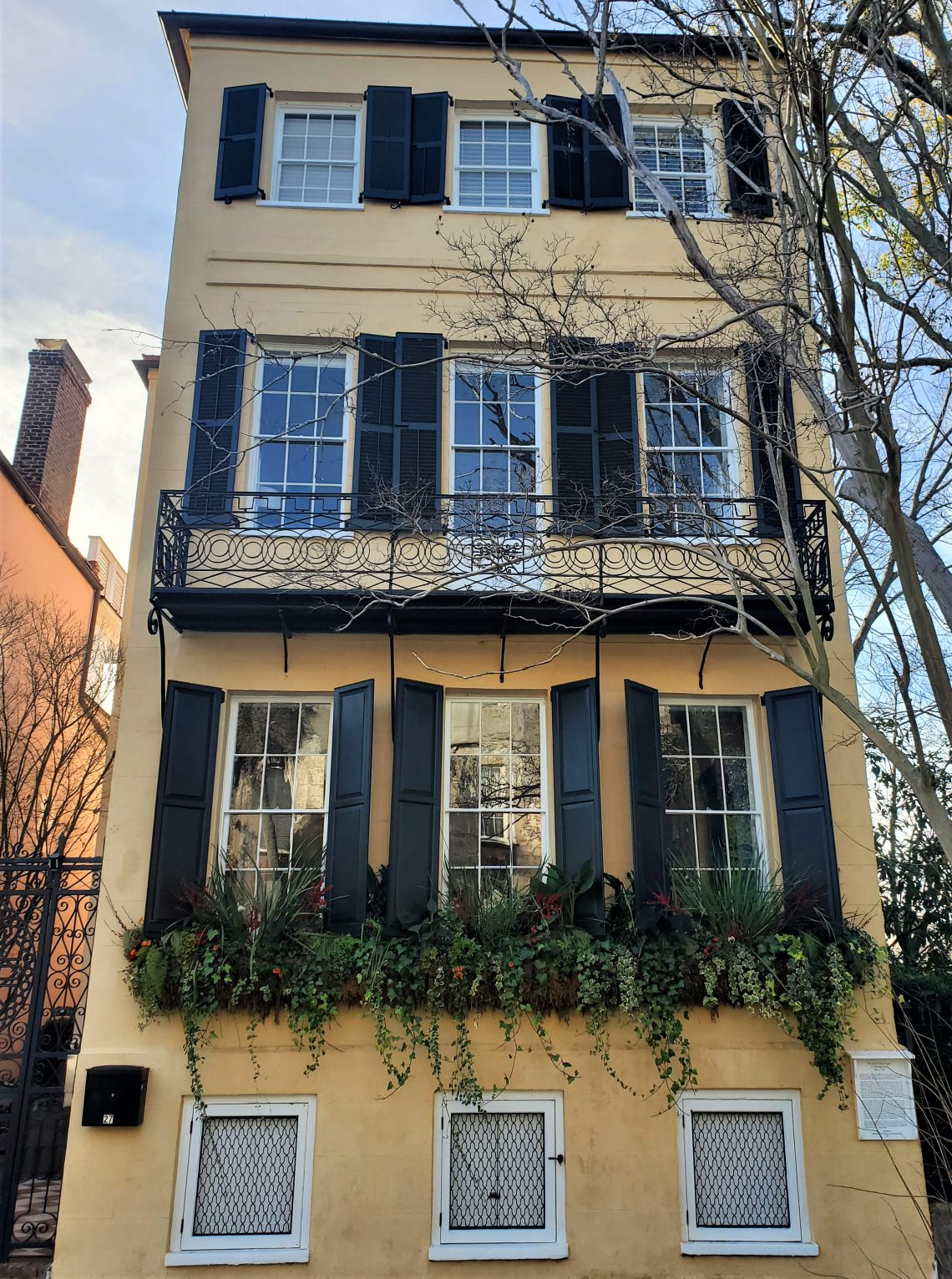 Built just after the American Revolution, this colorful house on Meeting Street is the youngest of the famed Three Sisters houses. Not only is it a beautiful house, it consistently has some of the most eye-catching window boxes in the city.